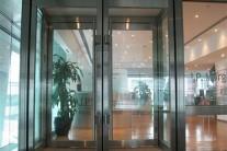 防火玻璃门从材质、隔热性、耐火等级上的划分
