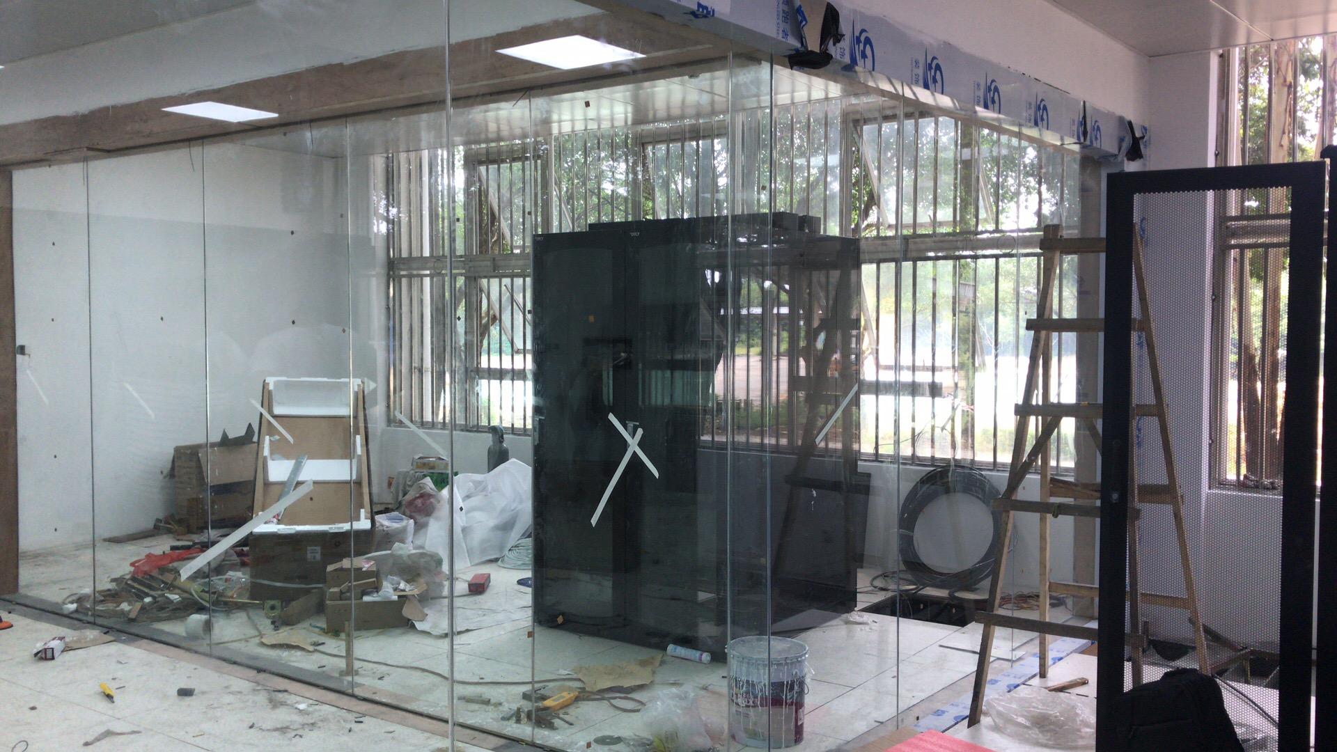 机房10mm防火玻璃隔断